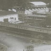 Zdjęcie lotnicze Technikum Tupy, lata 60. XX w.